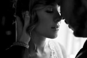 Почему мы закрываем глаза при поцелуе