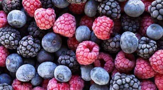 Как замораживать ягоды и фрукты на зиму