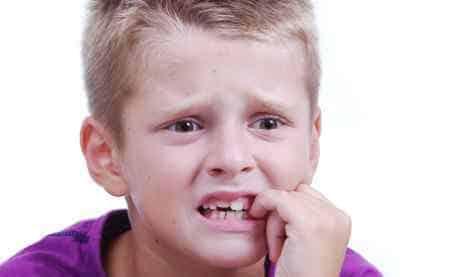 Как отучить ребенка грызть ногти?