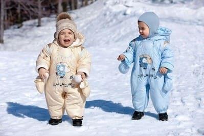 На что надо обратить внимание, покупая зимнюю одежду для малыша.