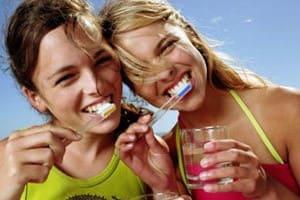 Как правильно ухаживать за зубами. Поможет ли отбеливание зубов?