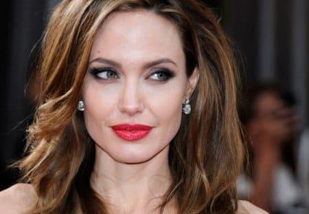 Актрису Анджелину Джоли признали главным активистом - 2013