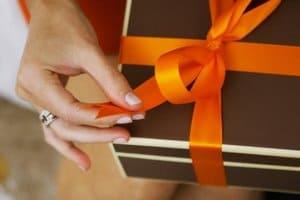 Свадебная традиция дарить подарки родственникам жениха