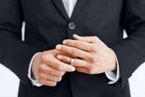 Как отличить женатого мужчину от не женатого